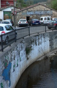 L'écrasante majorité des graffitis observés au Pays Basque porte un message nationaliste. Photo: N. Falcimaigne